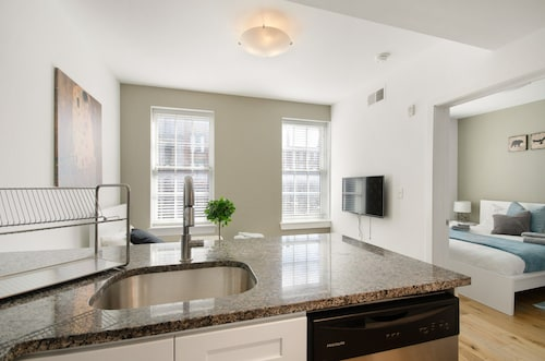 One Bedroom APT in Heart of Old City