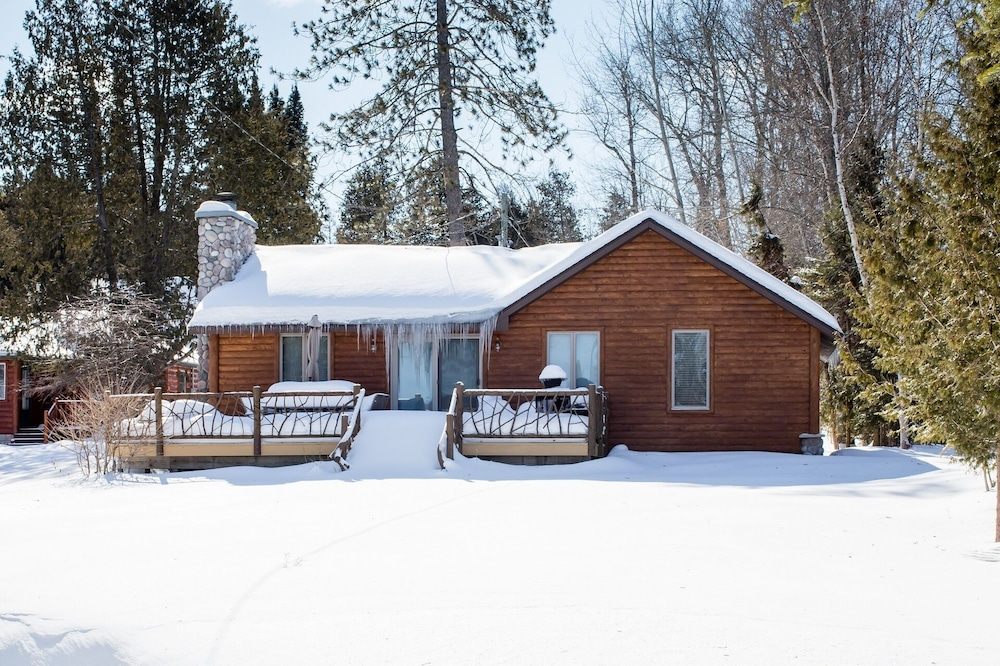Terrace/Patio, All Season Cabin on the Canal of the Indian River Between Burt and Mullet Lake!