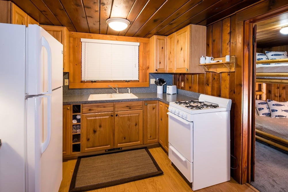 Private Kitchen, All Season Cabin on the Canal of the Indian River Between Burt and Mullet Lake!