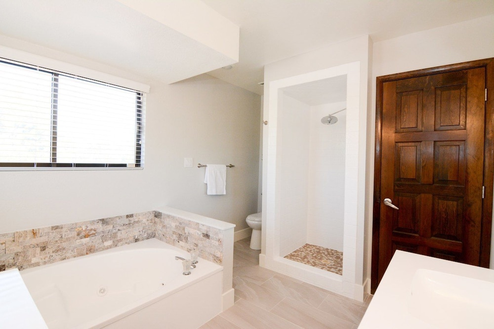 Bathroom, Villa Harmonium