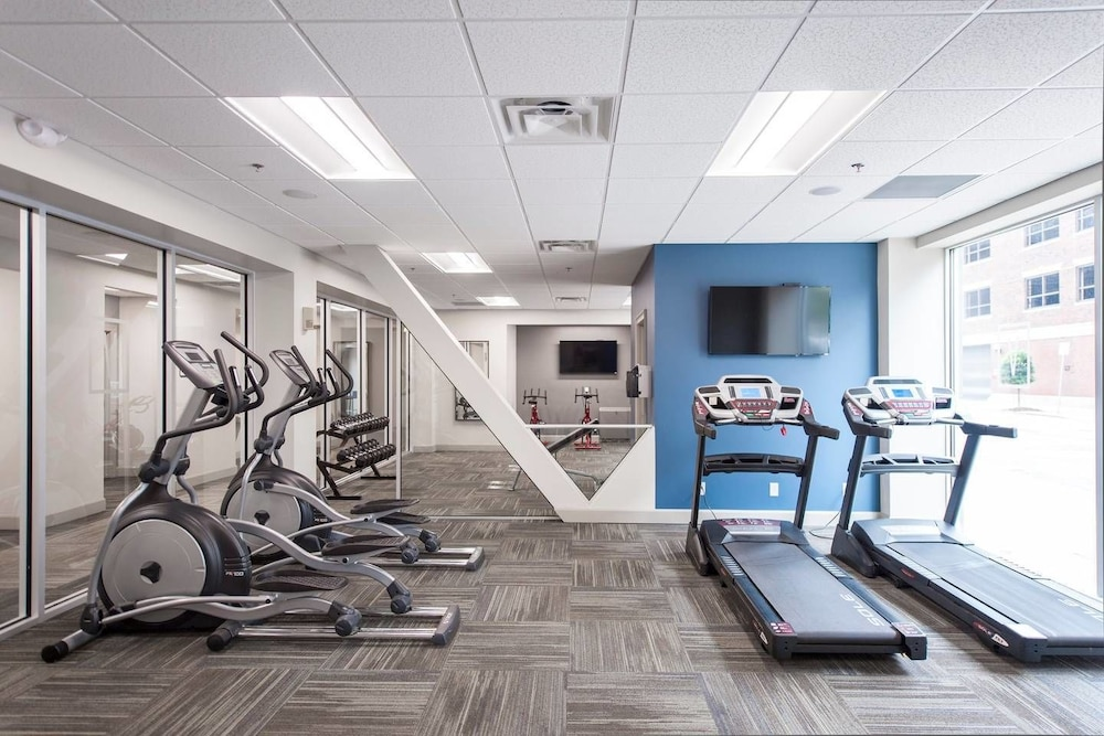 Fitness Facility, Downtown Convenience, Breathtaking Rooftop Views!
