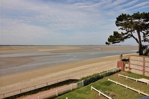 Beautiful Apartment for 6 People on the Seafront