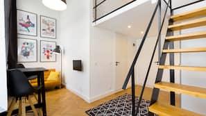 Laptop workspace, blackout curtains, iron/ironing board, free WiFi