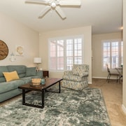 Perfect Location - Beautiful Condo With Easy Access to Beach, Shopping and RSW