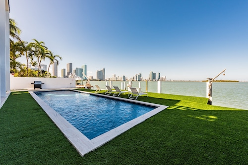 Modern Villa Venetia - Oceanfront, Panoramic Views With Pool