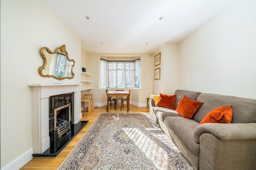 Lovely, Modern 2 Bed Flat in Central Twickenham