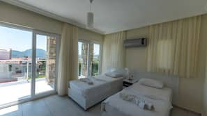 3 bedrooms, desk, free WiFi, linens