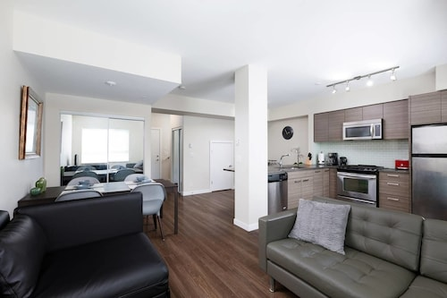 Surrey Center Cozy Townhome