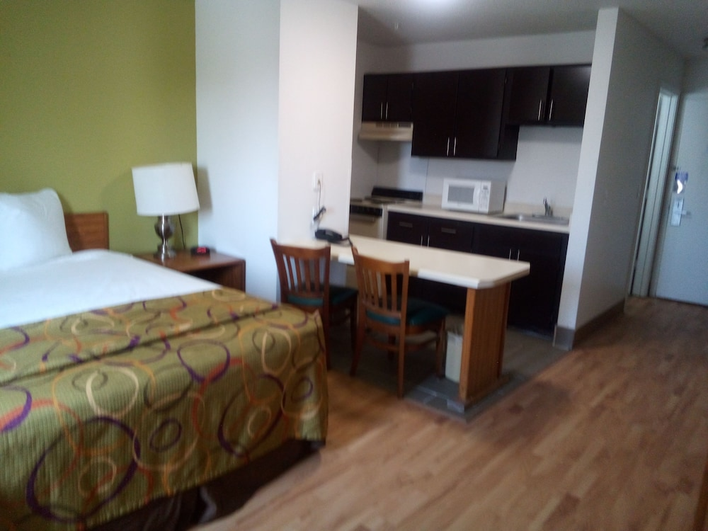 Room, Host Inn and Suites