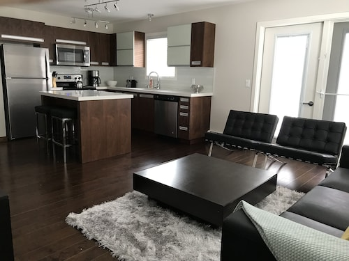 Spacious New Built Comfortable Condo - 2 Bed, 2 Bath