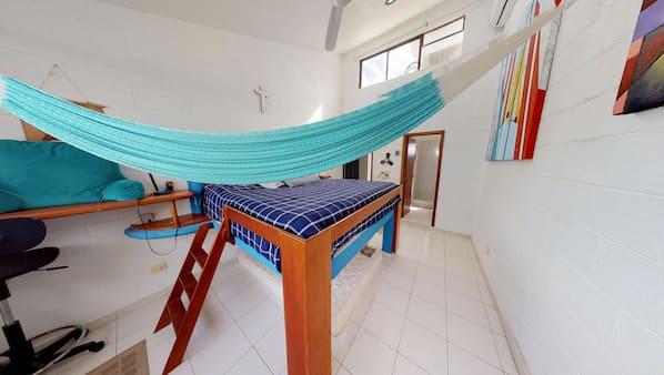 3 chambres, coffres-forts dans les chambres, fer et planche à repasser