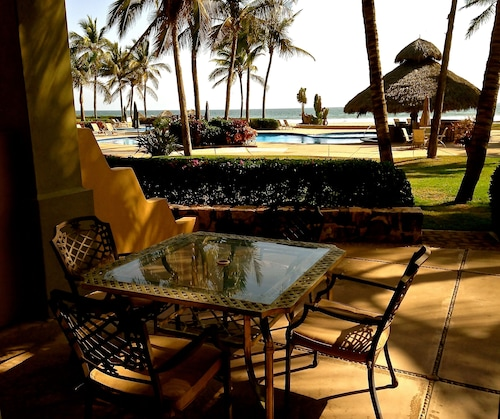 Beachfront 3br/3ba on Spectacular Isla de la Piedra