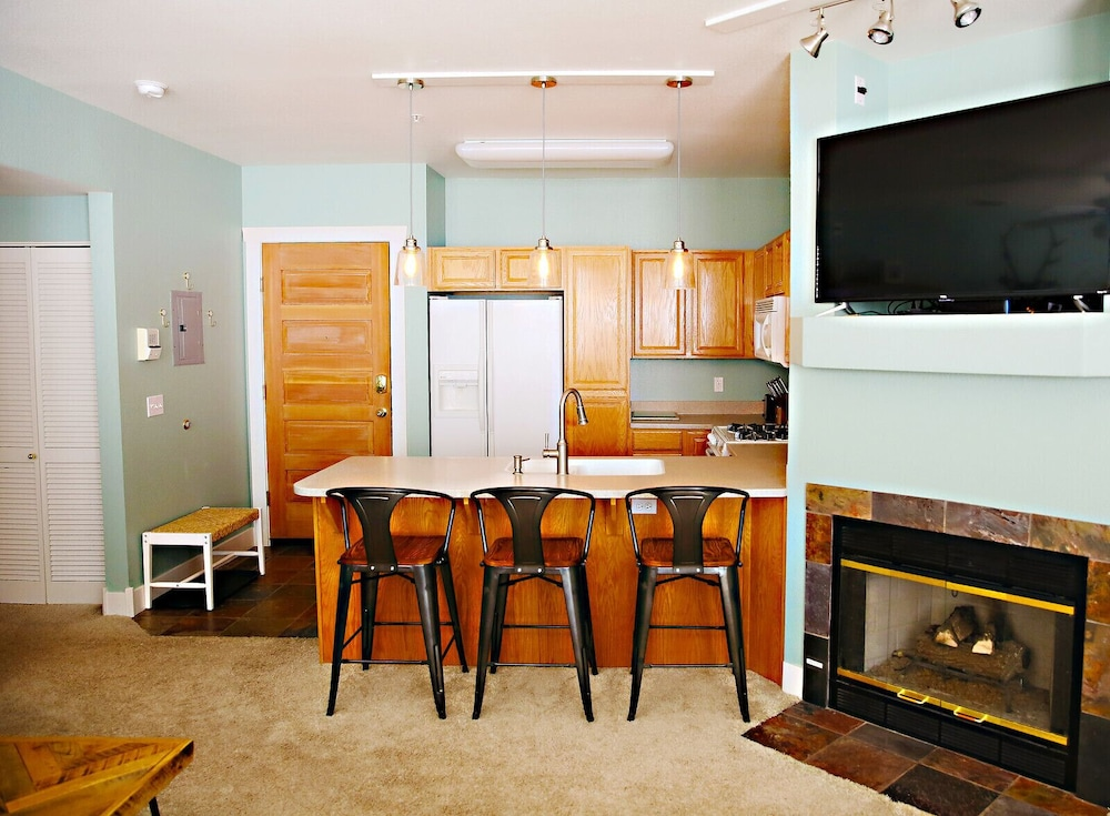 Private Kitchen, 2 Br/2 BA Fabulous Location, Mountain View!