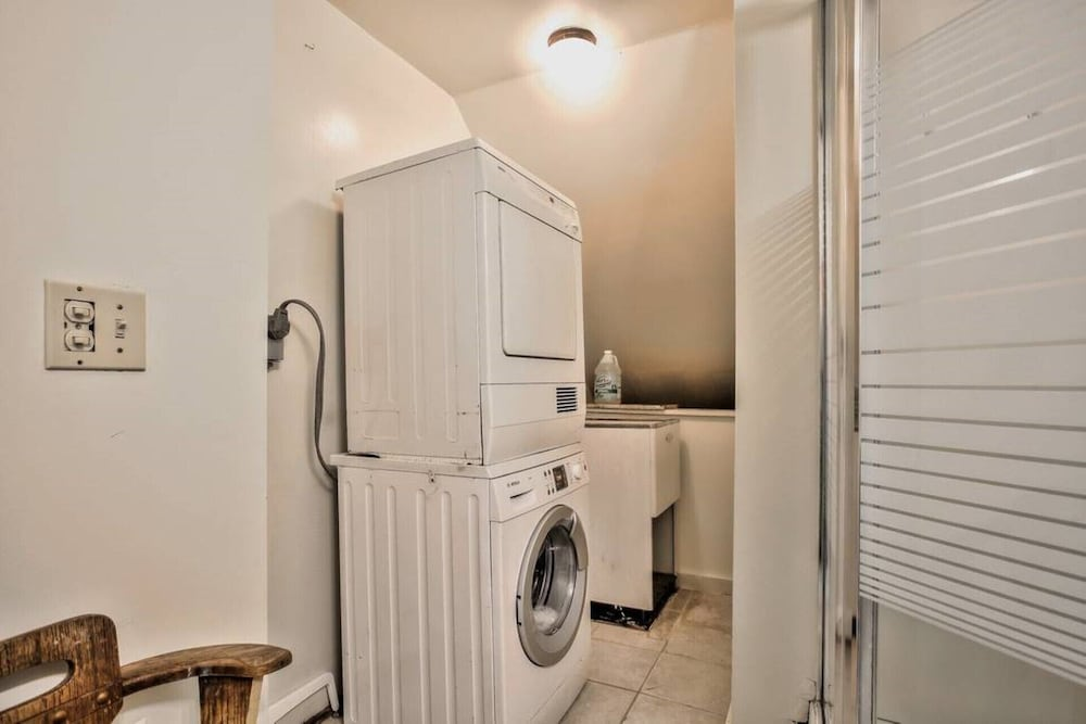 Laundry, Cozy Apartment in Berkeley, Elmwood