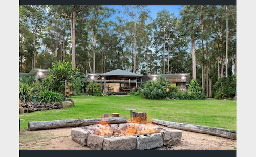 Million Dollar Lifestyle Retreat - Acres of Lush Rainforest, Firepit, Veg Garden