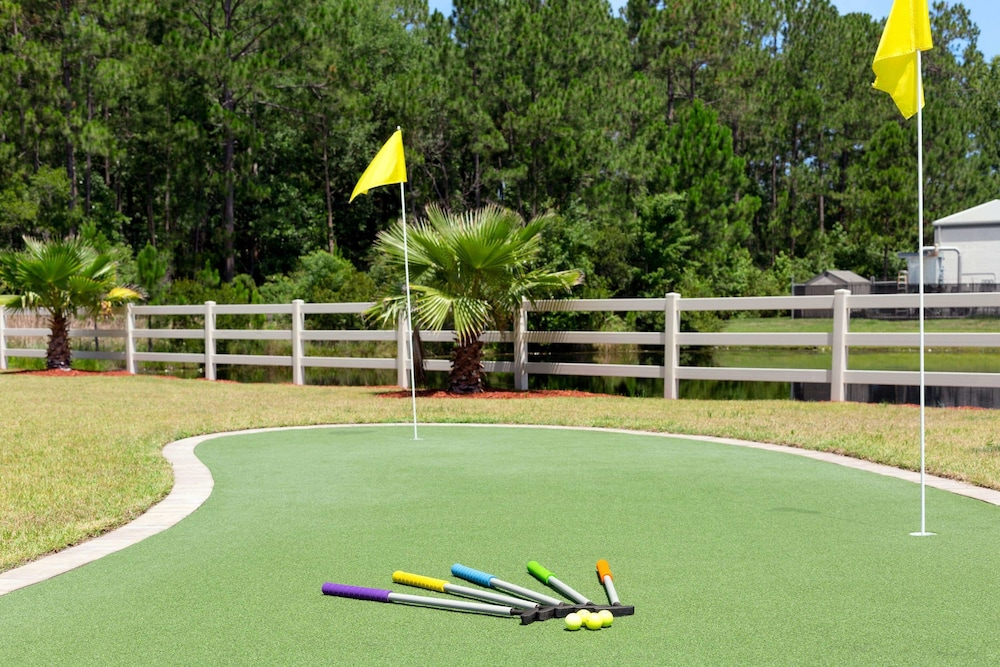 Mini-Golf, La Quinta Inn & Suites by Wyndham Brunswick/Golden Isles