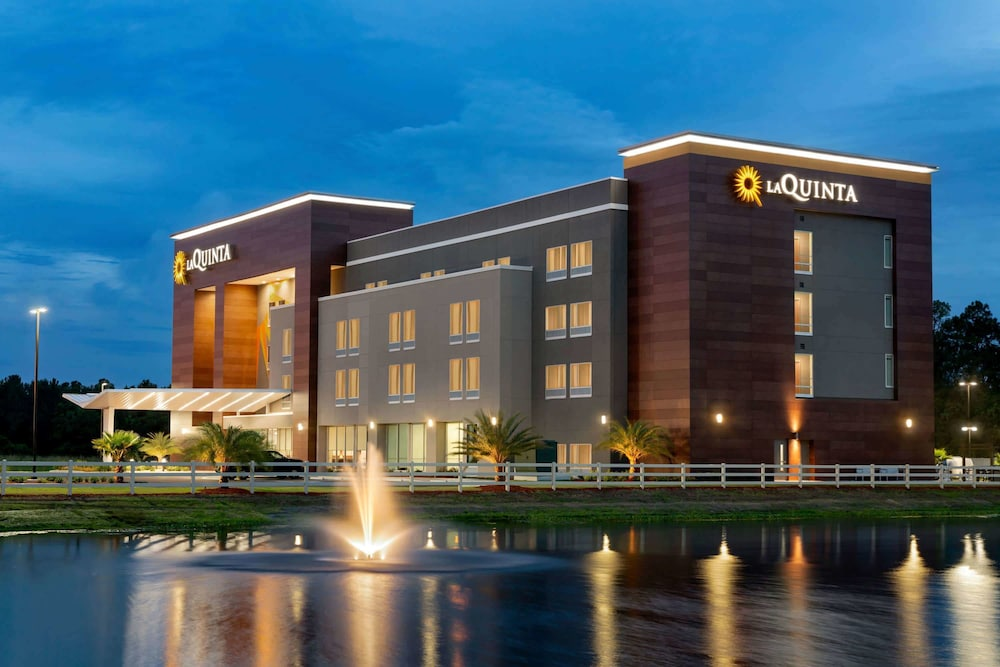 Exterior, La Quinta Inn & Suites by Wyndham Brunswick/Golden Isles
