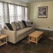 Warm and Inviting 2 Bedroom Apartment
