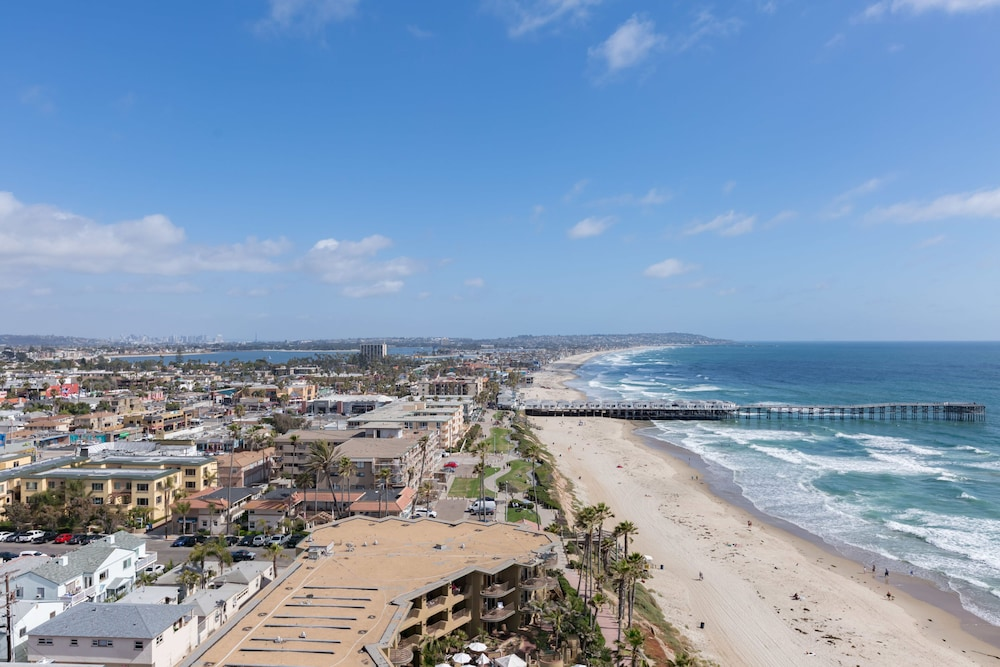 Beach, 3-bedroom Capri by the Sea Ocean View Penthouse at Beautiful Pacific Beach