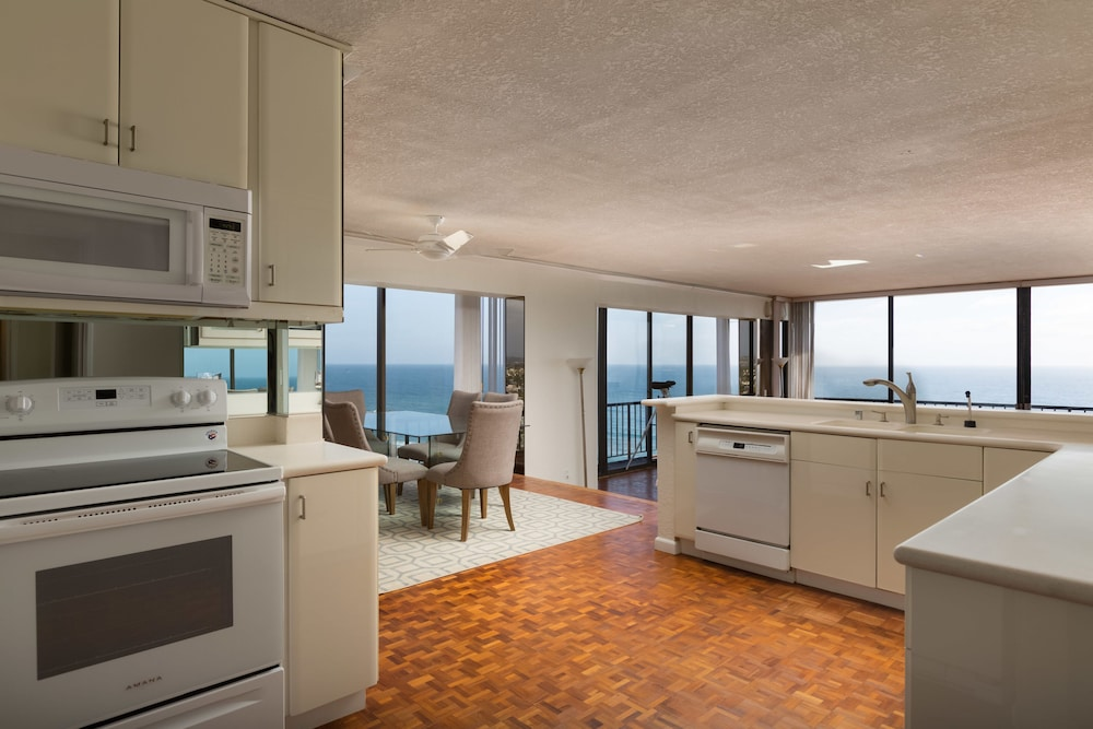 Private Kitchen, 3-bedroom Capri by the Sea Ocean View Penthouse at Beautiful Pacific Beach