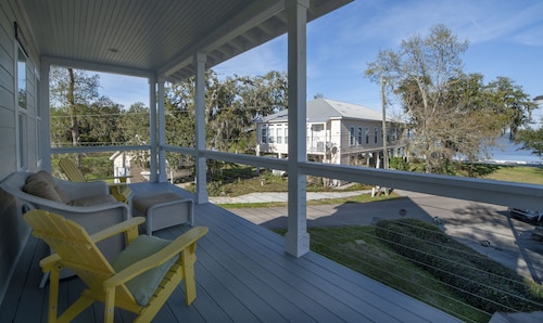 The Tree House for Family Fun! 3bdrm/3.5ba, Near Yacht Club. Sleeps9