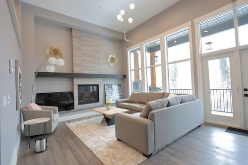 New Luxury Townhouse Mountainview 4bedrm+4.5bathrm