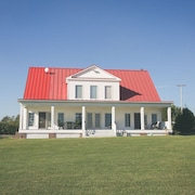 Sanctum Inn: 6 Bedrooms, 7 1/2 Bath Vacation House in Heart of Amish Country