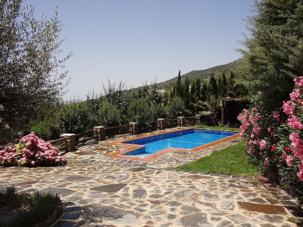 Gil En El Jacuzzi.Villa With Jacuzzi Pool And Private Garden In La Alpujarra