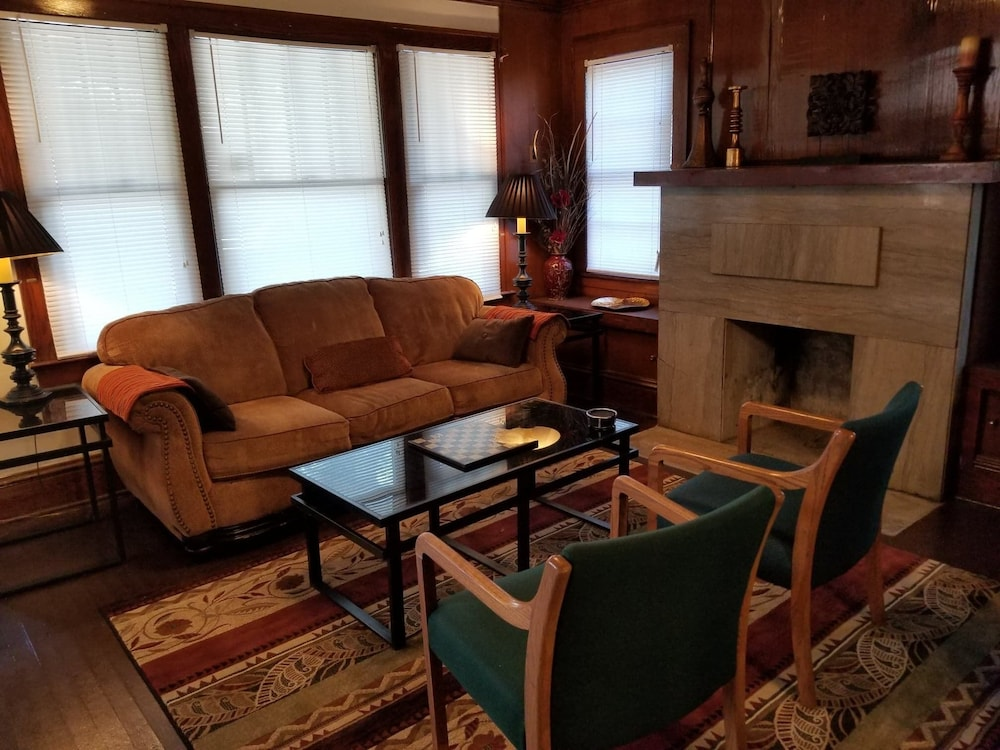 Tremendous Kansas City Metro Home In Kcmo Cheap Hotel Deals Rates Download Free Architecture Designs Scobabritishbridgeorg
