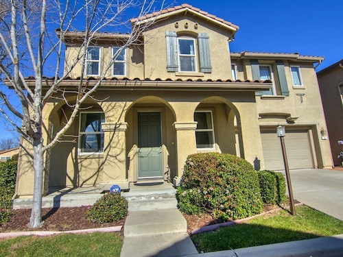 Gorgeous Home Near Downtown ,airport OF Sacramento