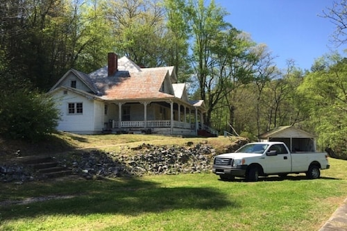 Lake Lure Area Farmhouse, mtn Stream, 63 Wooded Acres, 21 min From Lake Lu