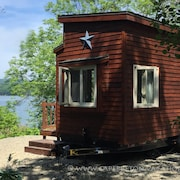 Tiny House on Lake Ainslie 13 Miles to Inverness