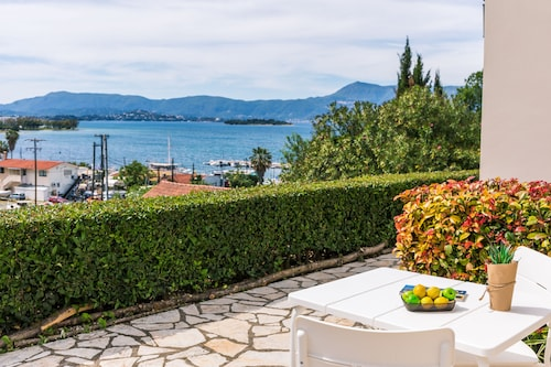 Seaview Luxurious Apartment near Corfu Town - Adults Only By Konnect