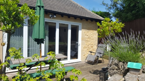 Lovely Garden Apartment Near Beautiful Woodstock and Blenheim Palace