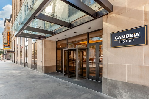 Cambria Hotel Houston Downtown Convention Center