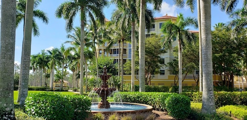 Luxurious Condominium at 5 Star Naples Ritz Carlton-tiburon Golf Club