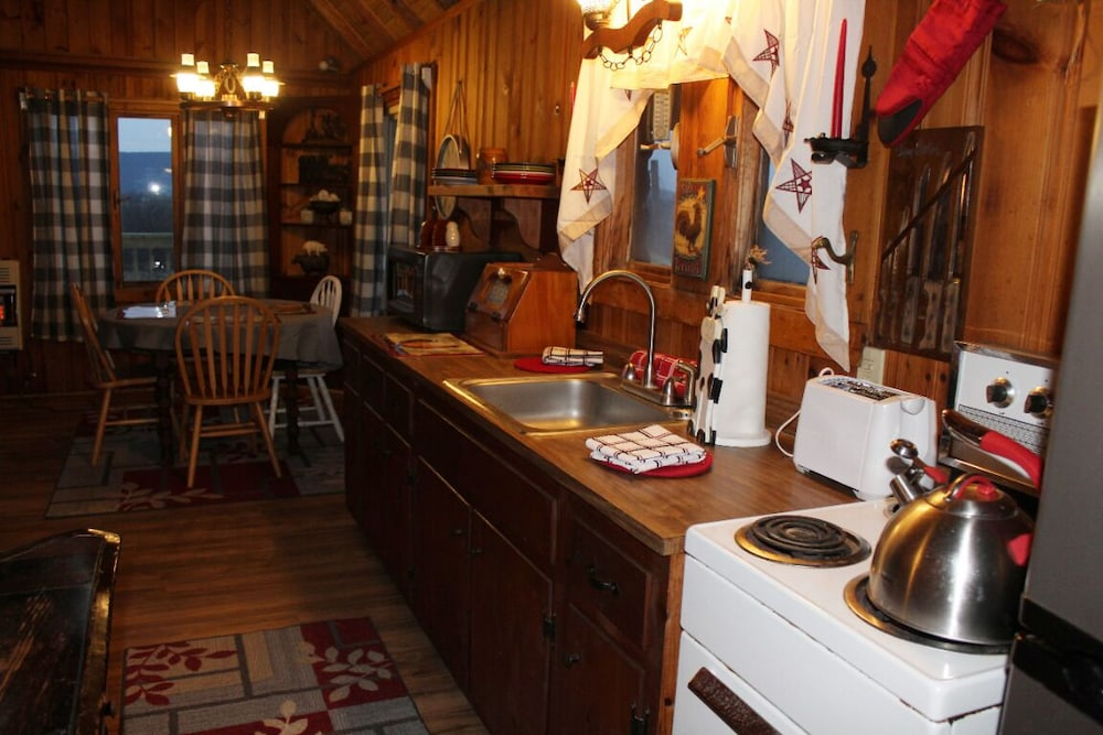 Private Kitchen, Rustic, Tranquil, Cozy Chalet on 130 Acres of Farmland