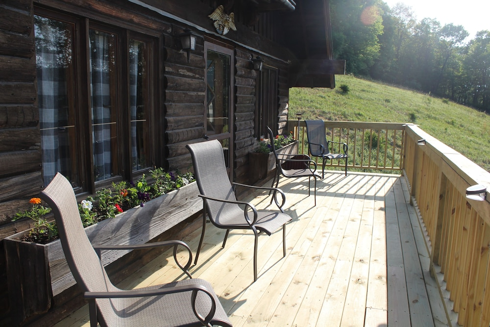 Balcony, Rustic, Tranquil, Cozy Chalet on 130 Acres of Farmland