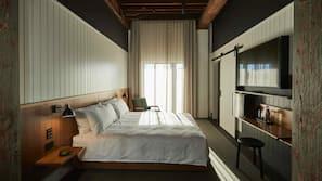 1 bedroom, premium bedding, desk, cots/infant beds
