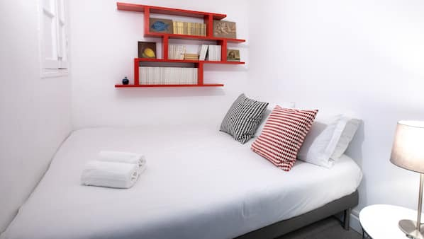 Iron/ironing board, Internet, bed sheets