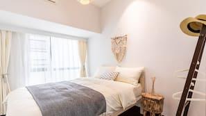 3 kamar tidur, meja kerja, tirai kedap cahaya, dan Wi-Fi gratis