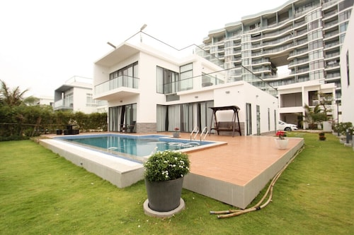 Seaview Winner Pool Villa