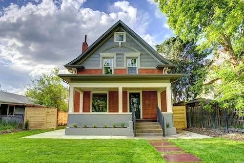 The Valiant Victorian Gorgeous Luxurious 5 Bd!