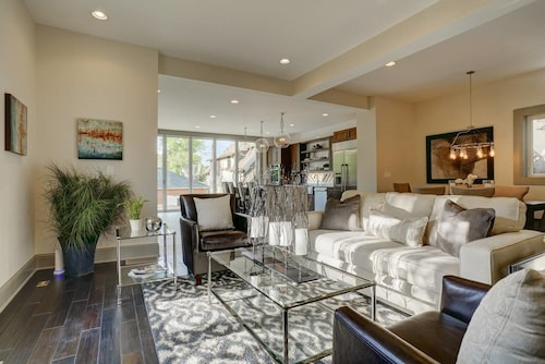 Heart of Denver Luxury Living 3 Bd 2.5 Ba
