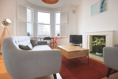 Lovely 2 Bedroom Brixton Flat