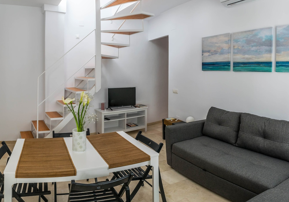 Malama Picasso Bright Duplex Penthouse With Terrace In The