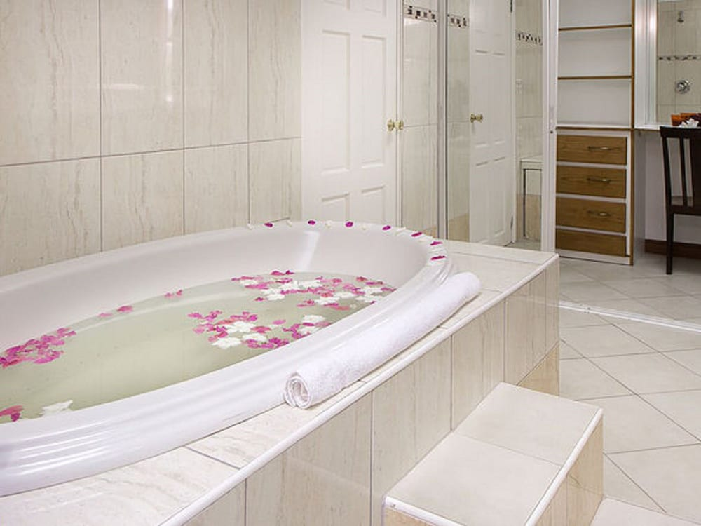 Jetted Tub, Cattleya Hotel