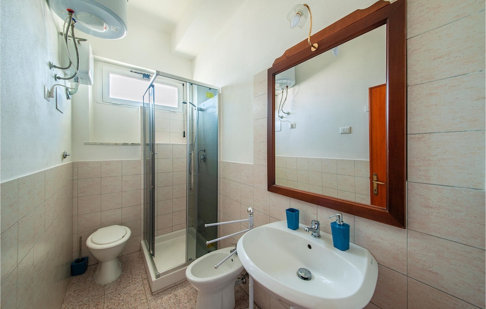 Bathroom, 1 Bedroom Accommodation in Porto Torres