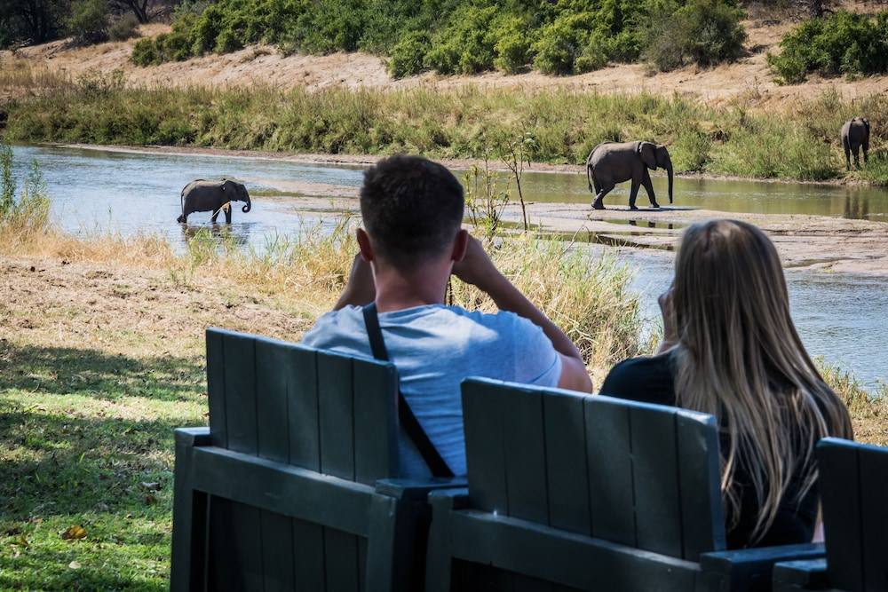 Game Viewing, Maninghi Lodge