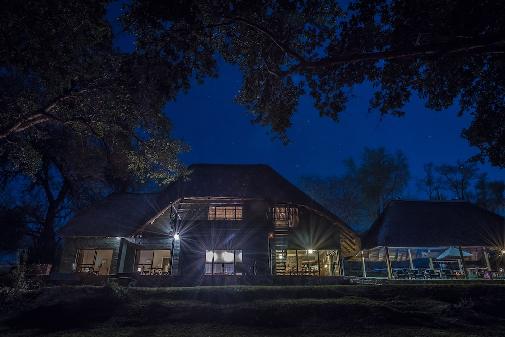Front of Property - Evening/Night, Maninghi Lodge